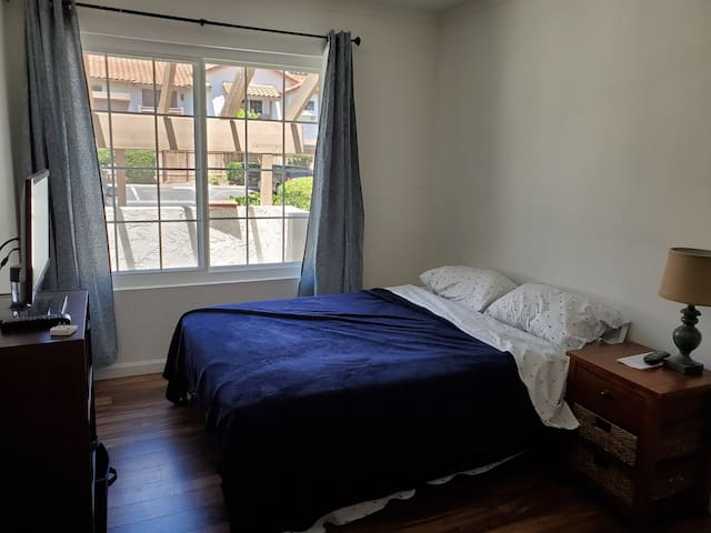 Cozy, quiet guest room in a gated community