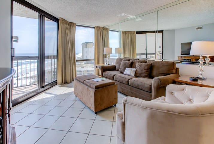 11th Floor Inviting Condo, Multiple pools on-site w/ splash pad, Restaurant