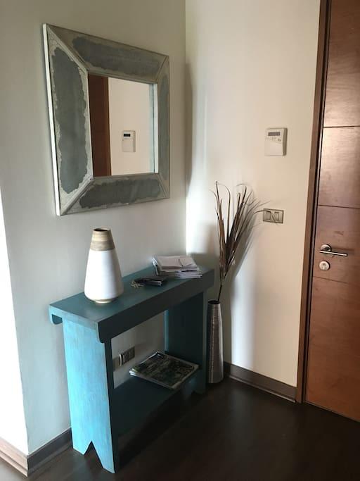 Cálido Hall de Entrada al Departamento