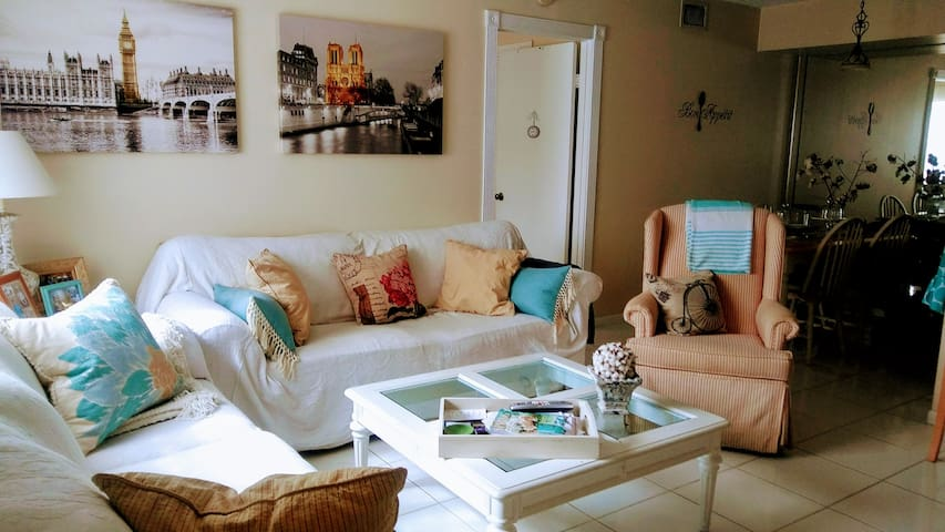 Cozy room in West Palm Beach