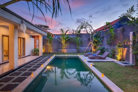 Luxury 3BR Villa Berawa w/private pool, near beach