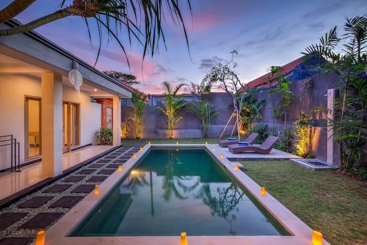 Luxury 3BR Villa Berawa w/private pool, near beach
