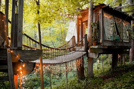 Secluded Intown Treehouse - Atlanta