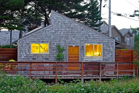EdgewoodCove GuestHouse Seaside Retreat w/ View