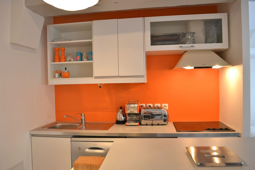 The kitchen, brand new (june 2013), fully equipped