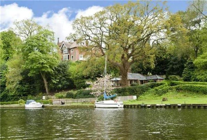 Idyllic Riverside Cottage - Bramerton - 平房