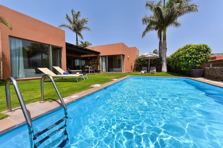 Modern villa with private pool located in the Salobre Golf Resort