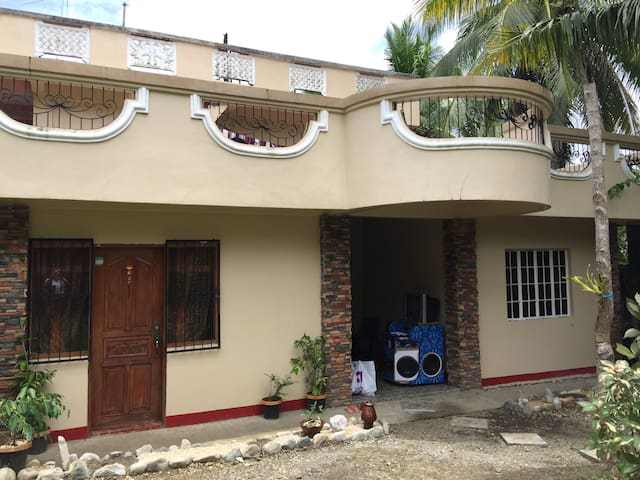 Large Family House with 3 bedrroms - AC - Virac - Virac - Casa