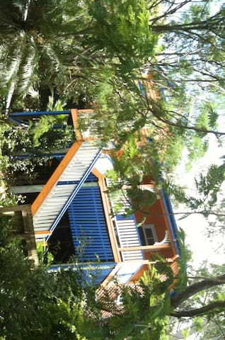 A treehouse in Brisbane - Auchenflower - Casa