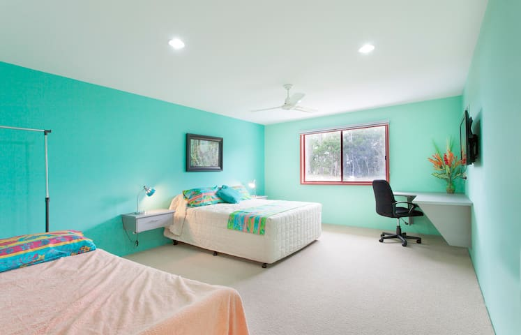 Noosa Hinterland Spacious & Private - Cootharaba - Bed & Breakfast