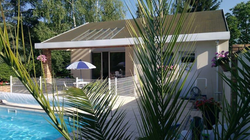 Maison indépendante dans propriété avec piscine.