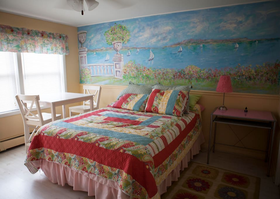 Second bedroom with bay mural