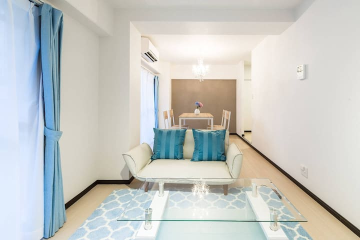 """The theme of this room is beautiful sea and sky. It is convenient also for """"mid-way marine world of the sea""""!"""