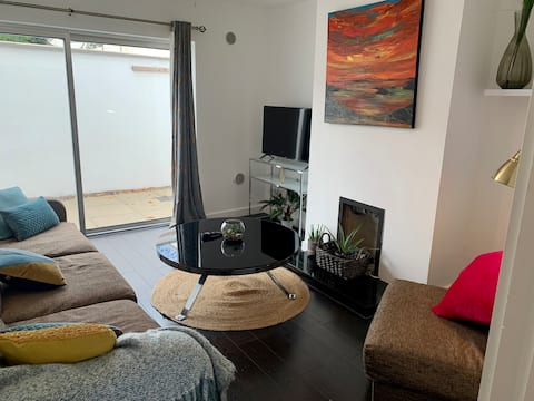 FOUR  Bedroom Townhouse - 3km to City Centre