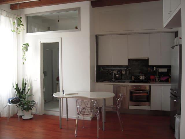 Bilocale carino zona Navigli - Milão - Casa