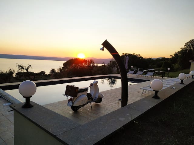 """A room with a view""  Bolsena 12x5m pool AC wifi"