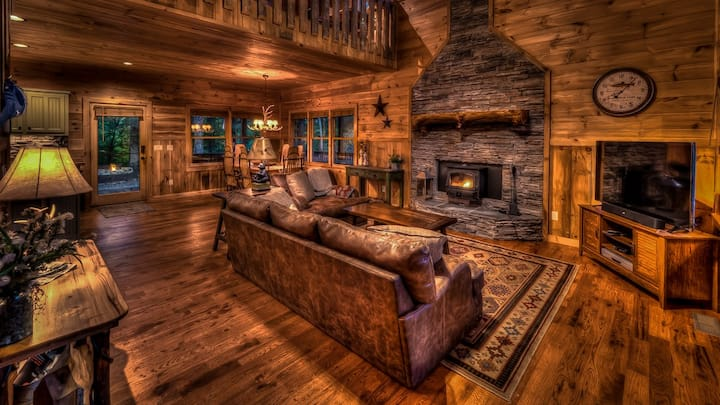 Deer Haven Hideaway- Cozy Pub | Screened Porch | Amazing Views | Fire Pit