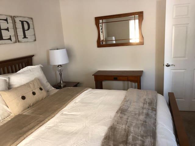 Second bedroom w/ queen bed