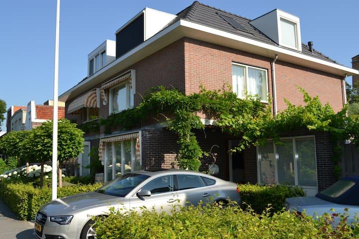 Amsterdam - Private floor w/2 bedrooms + bathroom