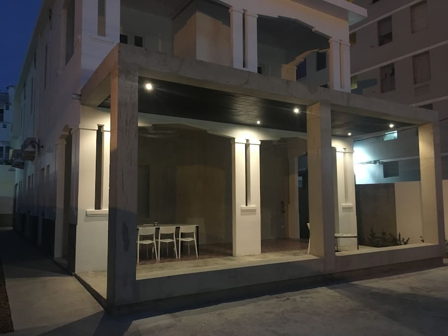 59 Calle Taft Front (Night)