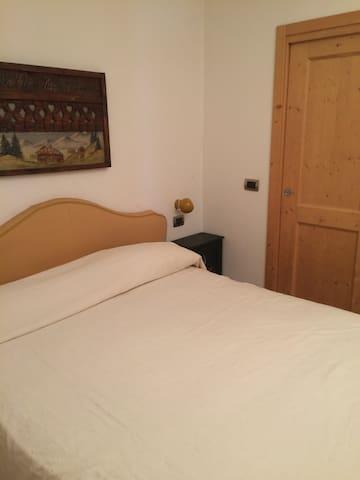 camera da letto matrimoniale con cabina armadio