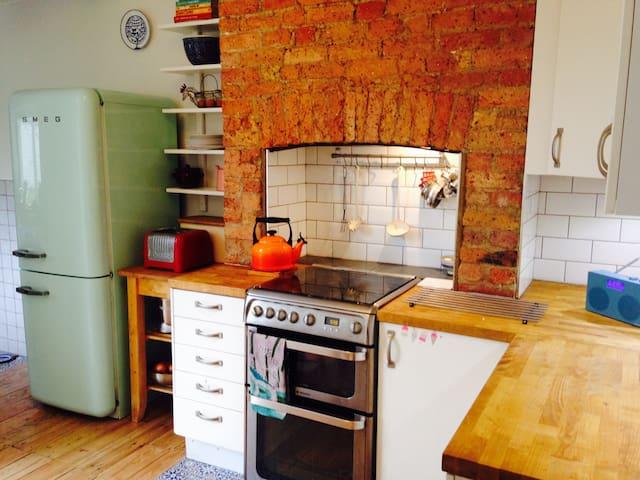 Two bed garden flat in leafy Brockley - London - Apartemen