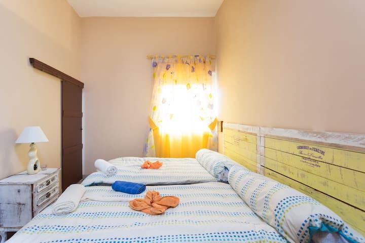 CMTM camera a due letti con bagno in comune - Granadilla - Bed & Breakfast