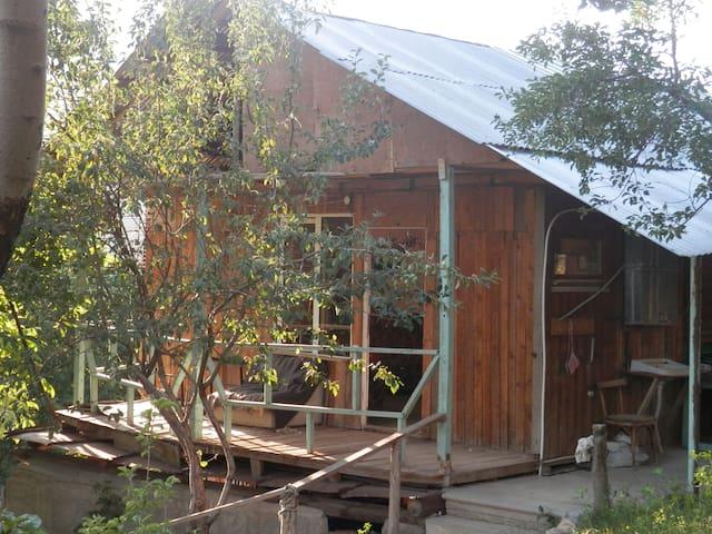 Charming wooden house in Arzakan - Arzakan - Cabin
