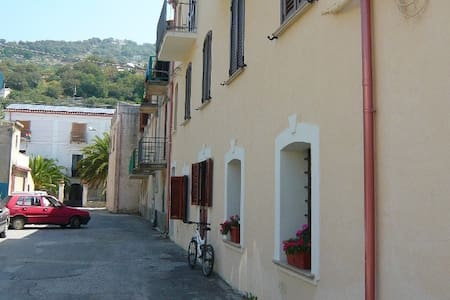 Apartment on the beach for 5 people - Longobardi Marina