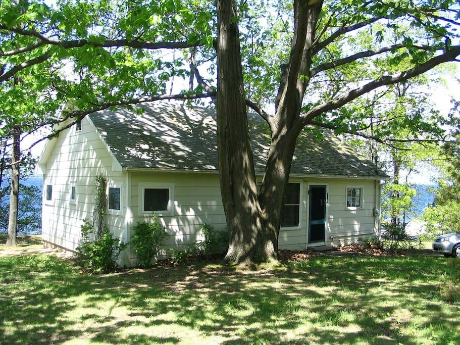 Enjoy finger lakes charm on seneca cottages for rent in for Seneca lake ny cabins