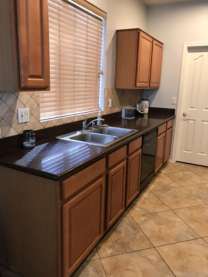 Minutes from Sky Harbor Airport and Downtown!