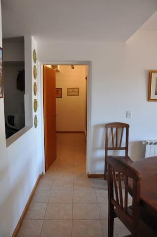 Vista a la entrada al cuarto principal