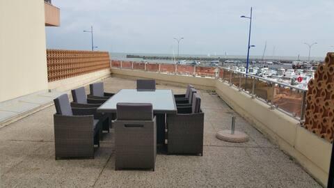 Appartement vue sur mer et port