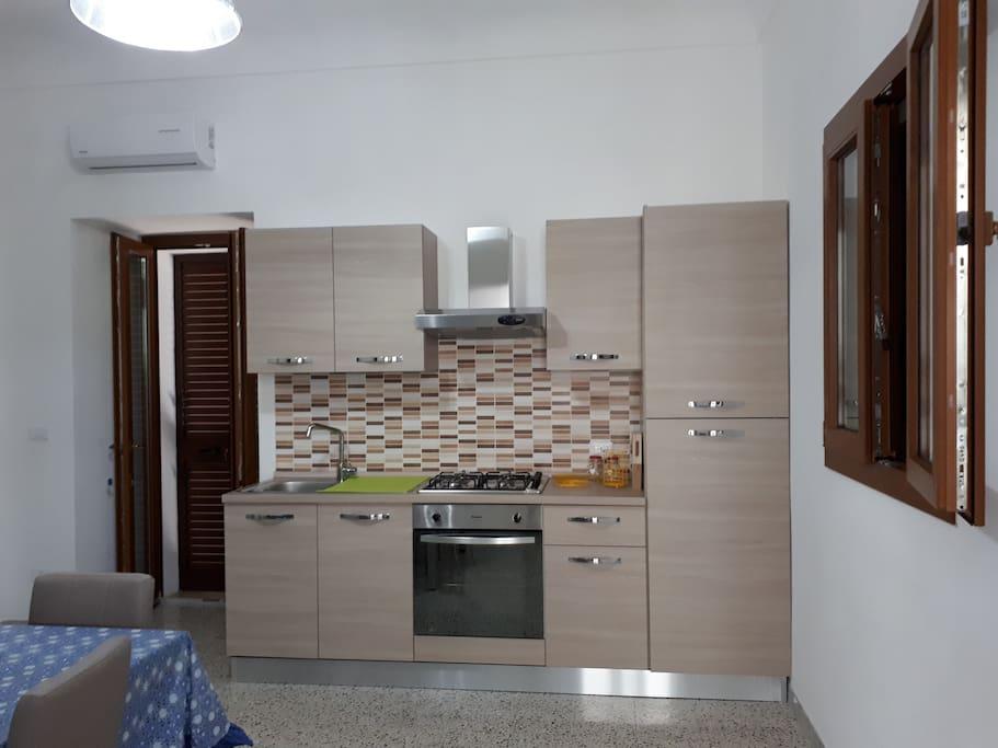 cucina con uscita su ortale