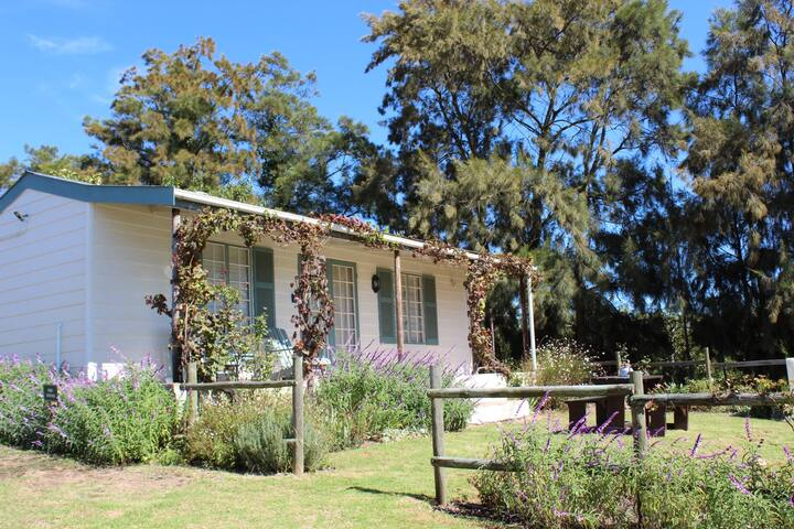 Farm Cottage in the heart of the Elgin Valley!