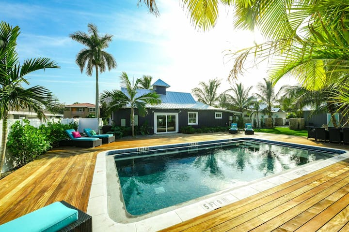 Villa Sailfish - Gorgeous 2 bedroom Villa at Islands West Resort! Shared pool, so close to beach!