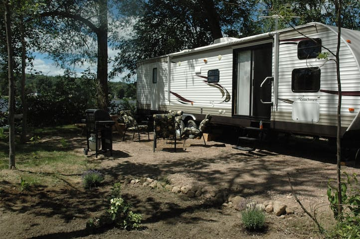 Camping Riverbay Deluxe Park Model RV
