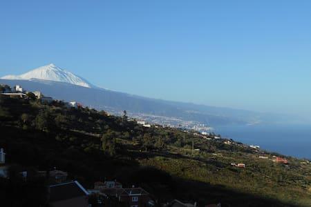 Apartamentos el Sauzal-Teide y Mar - El Sauzal