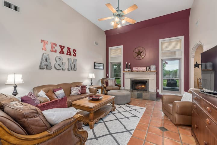 Spirit of Aggieland-Fully Furnished/Elegant/Modern