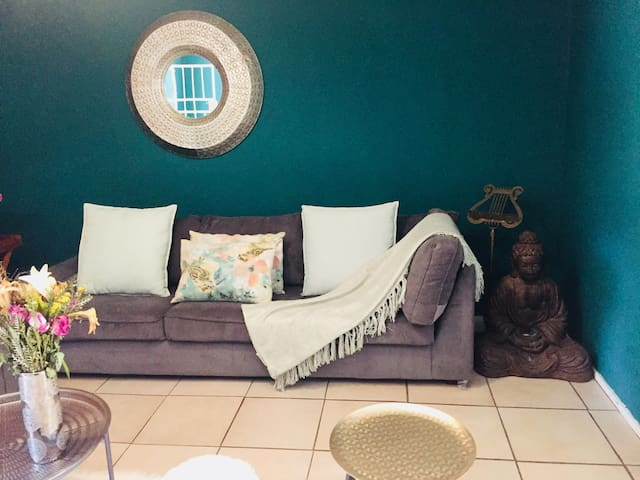 Quaint 1 bed Townhouse with splash pool and garden