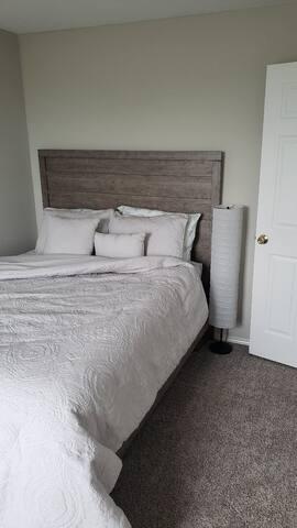 Cozy Queen bed, new mattress
