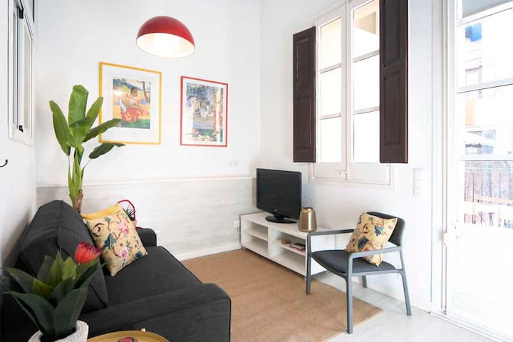 2 Bedroom Apt with sunny Terrace in central Gracia