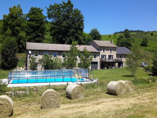 Gîte en pleine nature avec piscine chauffée