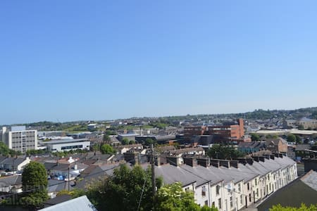 Penthouse Room with Breakfast in 3 Story Townhouse - Newry