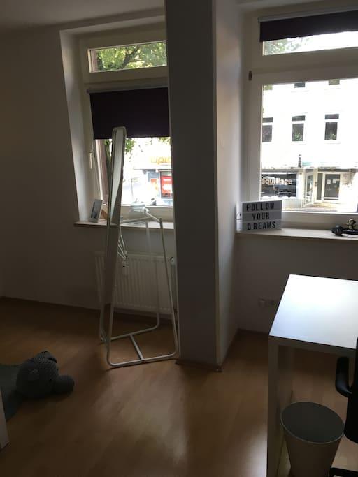 das Zimmer-Blick aus der Tür