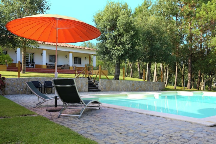 Luxurious Villa in Caldas da Rainha with Swimming Pool