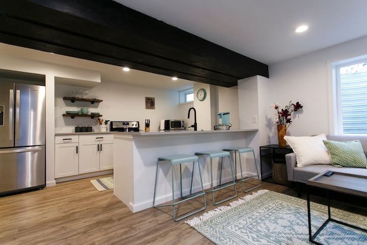 The Contemporary Cottage   Walk Downtown ★★★★★
