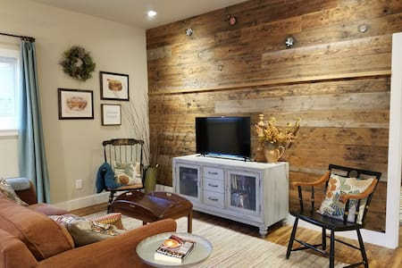 Rustic Chic near Mill Creek and Woodinville - Mill Creek - Gästehaus