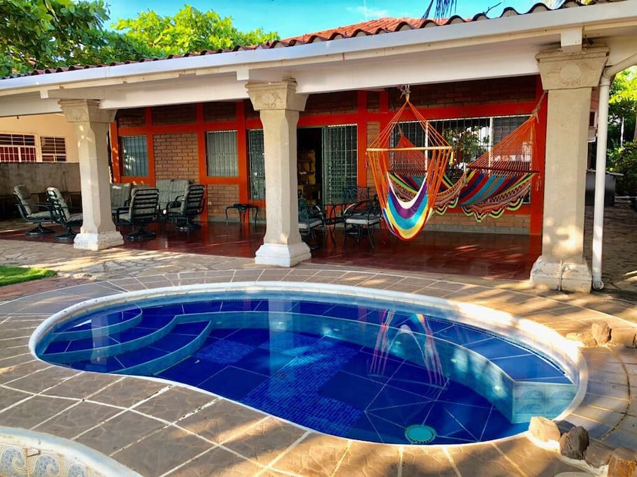 Beachfront with pool 4bedroom exclusive beach houses for rent in pochomil departamento de for Houses to rent with swimming pool uk