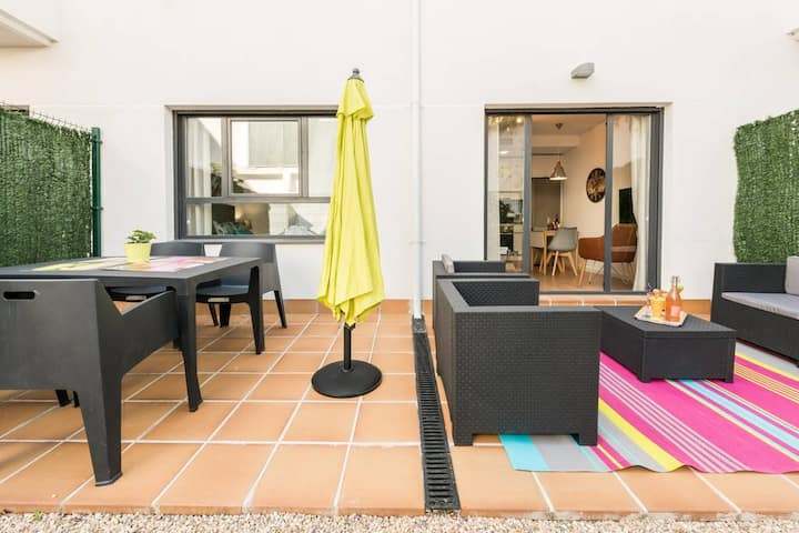 Apartamento con jardin privado